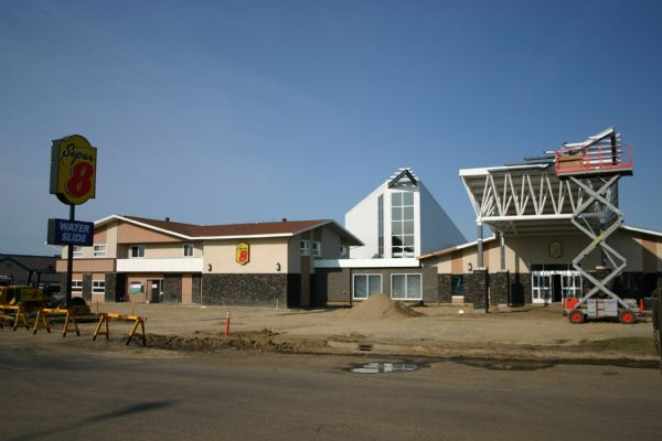 Wetaskiwin Super 8 Addition